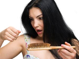Волосы на темени выпадают, что делать